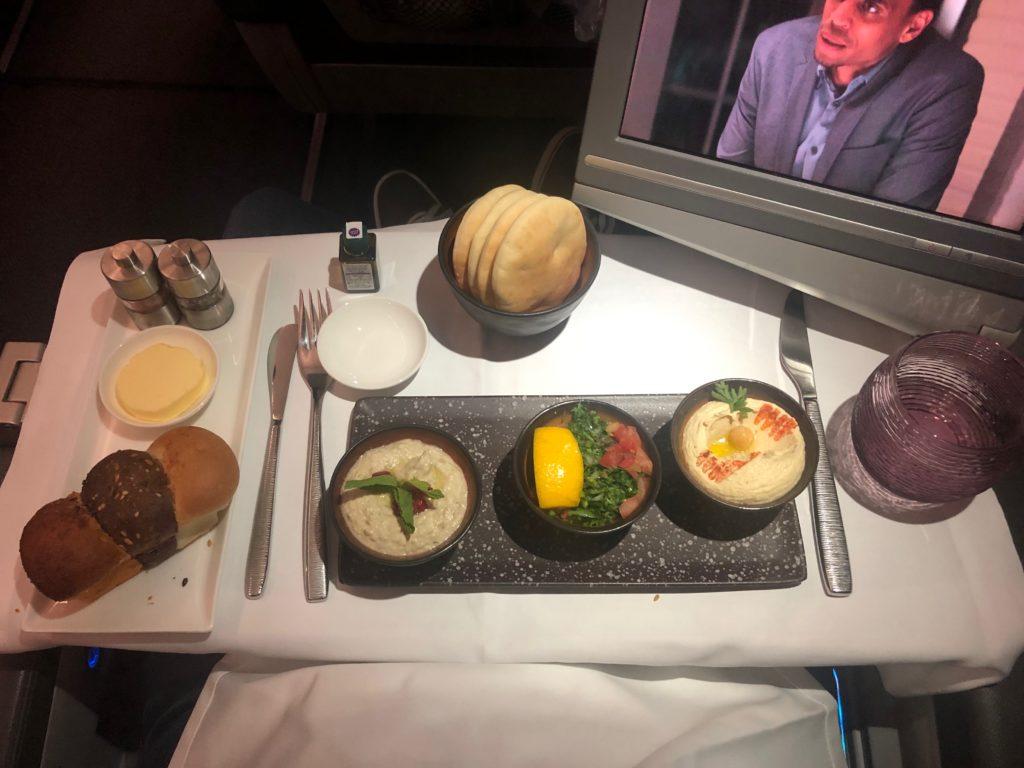 Qatar A320 Business Class Tisch und Monitor